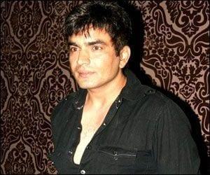 Raja Chaudhary aka Inspector Suraj Rathod