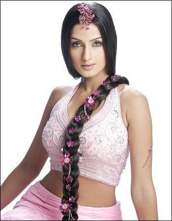 Salina Prakash as Kanika Jai Garg/ Kannu