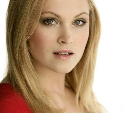Clarke Griffin as Eliza Taylor