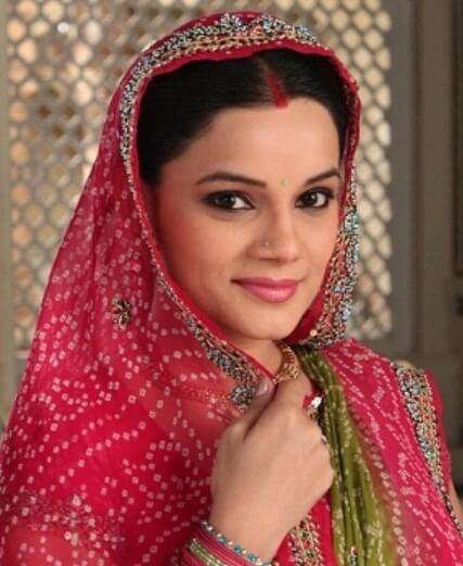 Kanika Maheshwari as Meenakshi Vikram Rathi