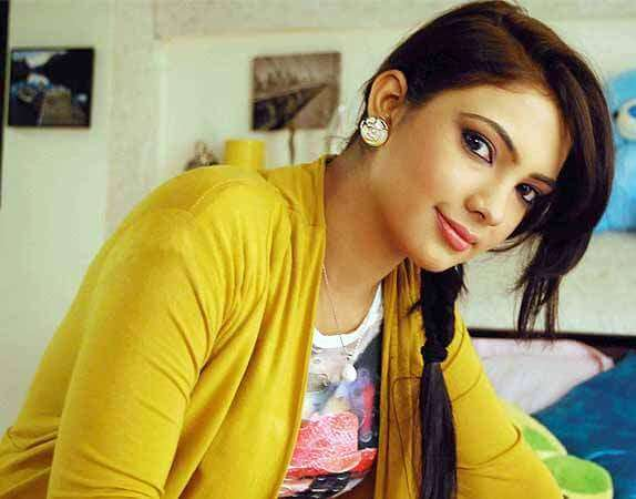 Pooja Banerjee as Perizaad