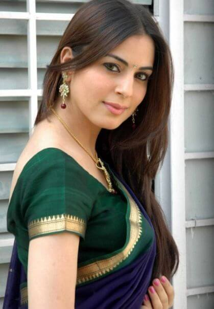 Shraddha Arya as Pakhi Anshuman Rathore