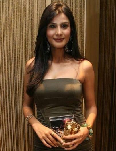 Suparna Anvay Goel aka Vivana Singh