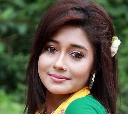 Tina Dutta as Meethi Akash Chatterjee