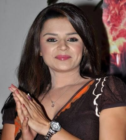 Gayatri Ahluwalia real name is Aashka Goradia