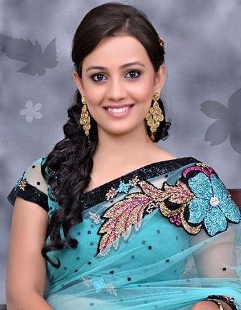 Naina Anuj Modi aka Esha Kansara