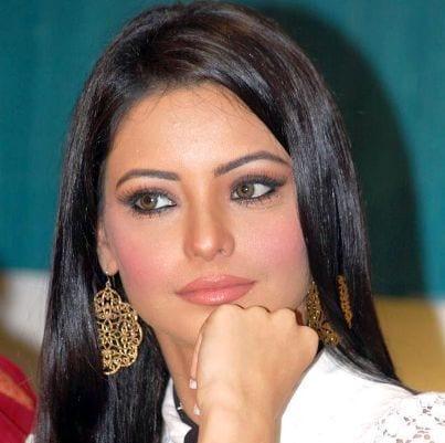 Kashish Sinha/Garewal/Raheja/Ahluwalia original name is Aamna Shariff
