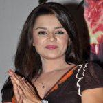 Maharani Dheerbai Bhatiyani original name is Aashka Goradia