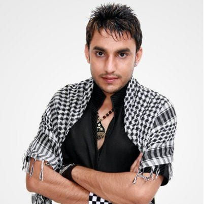 Vijay Singh Vadhera original name is Deep Dillon