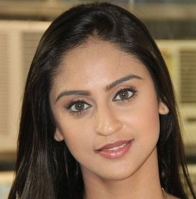 Jeevika Viren Singh Vadhera original name is Krystle D'Souza