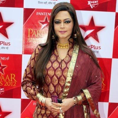Swamni Vadhera original name is Seema Kapoor