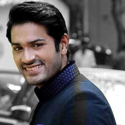 Akash Avinash Chatterjee original name is Mrunal Jain