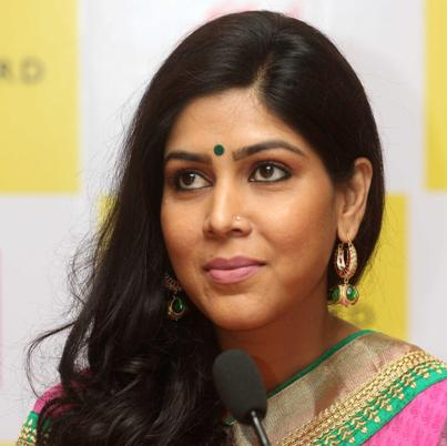 Gayatri/Vaishnavi original name is Sakshi Tanwar