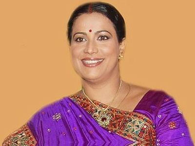 Lata Shukla original name is Mona Ambegaonkar