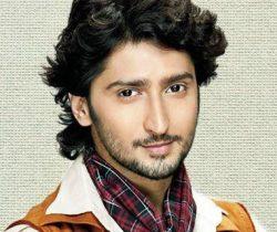 Mohan Bhatnagar original name is Kunal Karan Kapoor