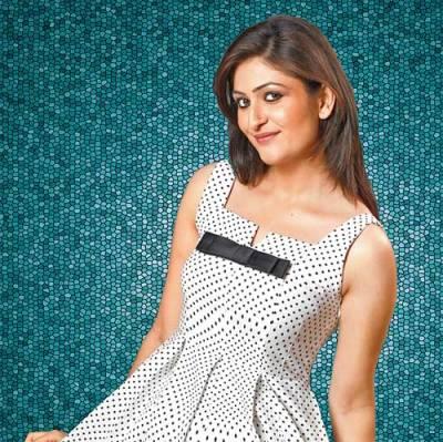Geet original name is Surilie Gautam