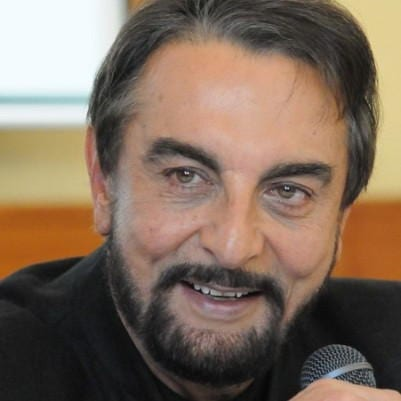 Dadabhai Thakur original name is Kabir Bedi