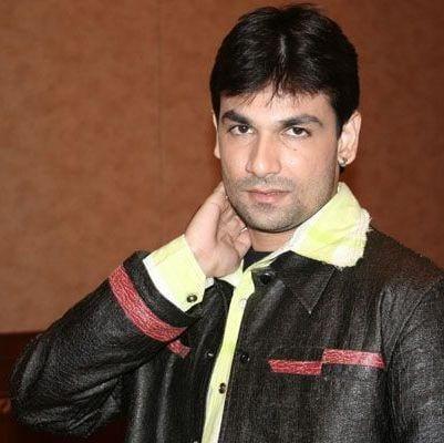Sujeet original name is Darshan Dave