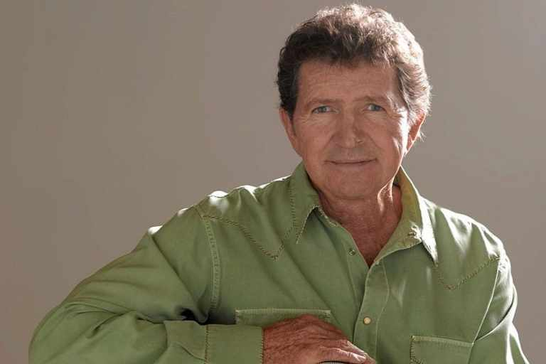 Mac Davis, the 70s country music star dies at 78 following heart surgery